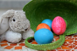 イースターの卵とうさぎ