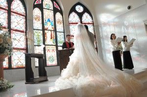 ゴールデンウィークの結婚式は普段と比べて安い?